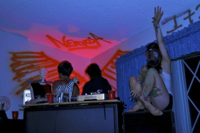 Вечеринка после урагана (17 фото)
