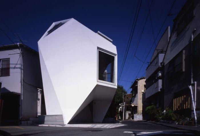 Дом на клочке земли в Японии (11 фото)