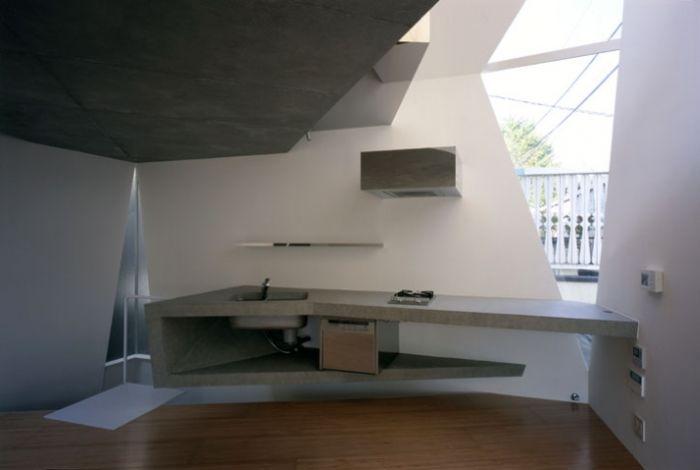 Повсеместно и в частном жилье и в общественных местах распространены управляемые электроникой унитазы...