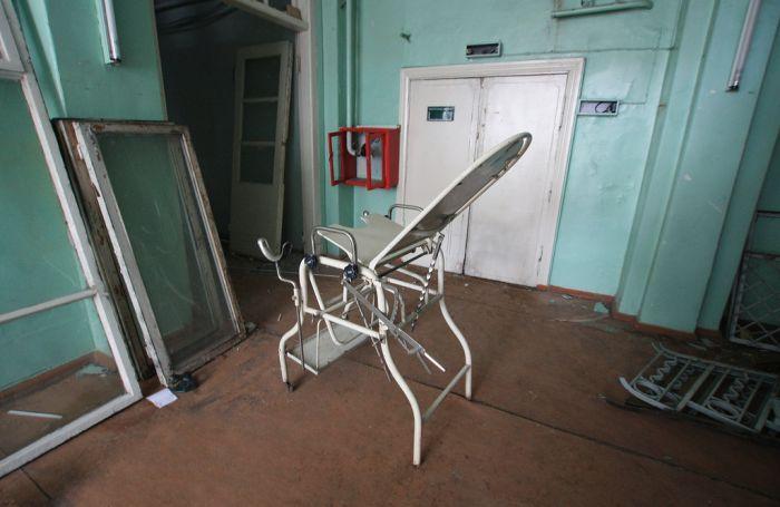 Заброшенная поликлиника (21 фото)