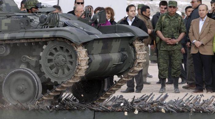 Оружие мексиканских наркокартелей (12 фото)