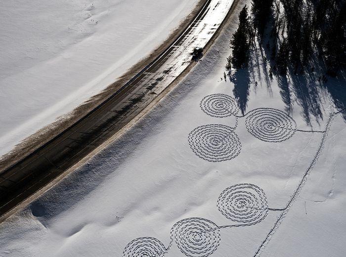 Рисунки на снегу (15 фото)