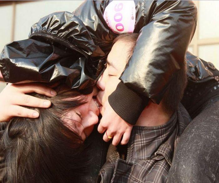 Конкурс поцелуев в Китае (9 фото)