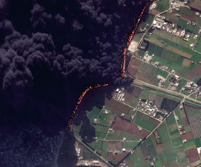 До и после пожара нефтепровода в Сирии (2 фото)