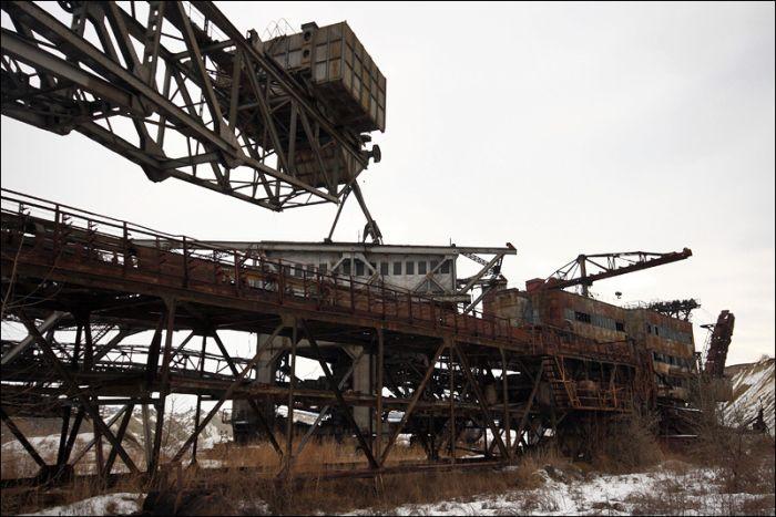 Заброшенный карьер на Украине (39 фото)