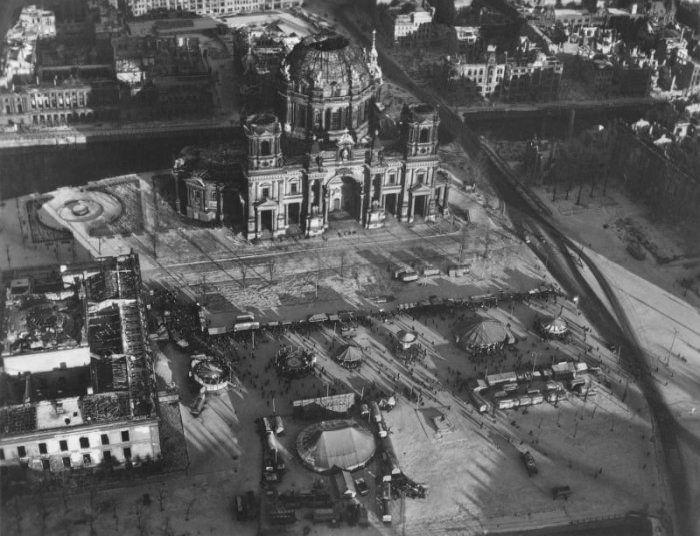 Берлин после окончания Второй Мировой Войны (20 фото)