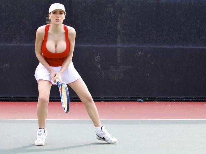 Джордан Карвер играет в теннис (15 фото)