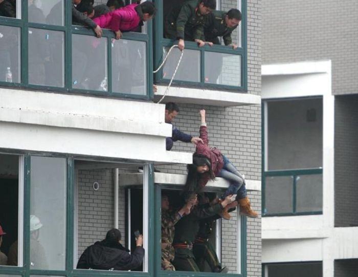 Спасение самоубийцы (5 фото)