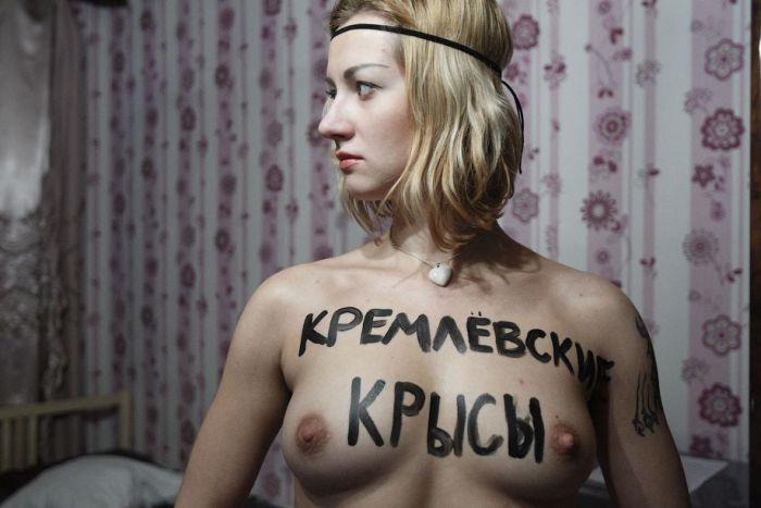 Акция Femen на выборах президента РФ (20 фото)