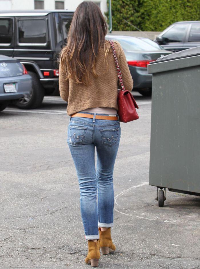Сэксуальные попы девушек в узких джинсах фото 203-319