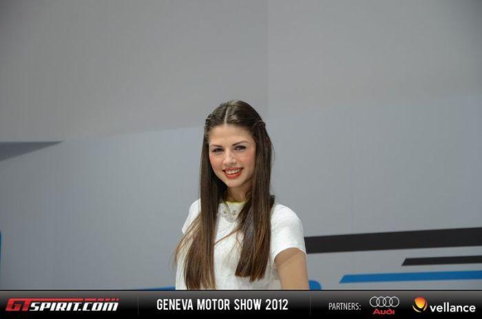 Девушки с женевского автосалона (43 фото)