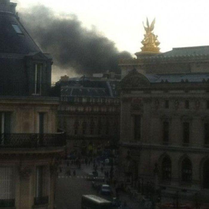 Пожар на стоянке в Париже (11 фото + видео)