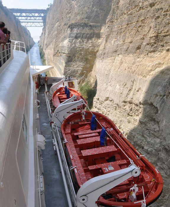 Коринфский канал в Греции (16 фото)