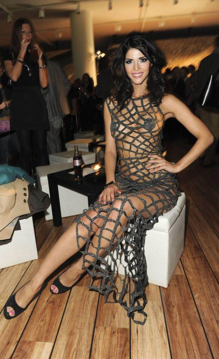 Микаэла Шафер в откровенном платье (6 фото)