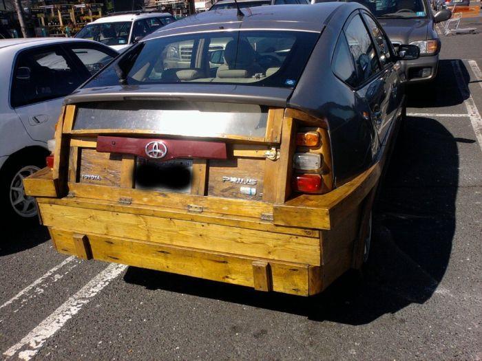 Ужасный тюнинг автомобиля Toyota (3 фото)