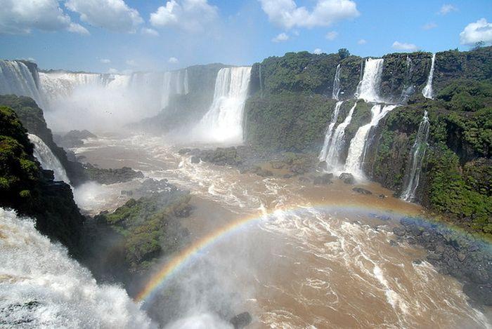 iguazu Nehri ve Şelaleri