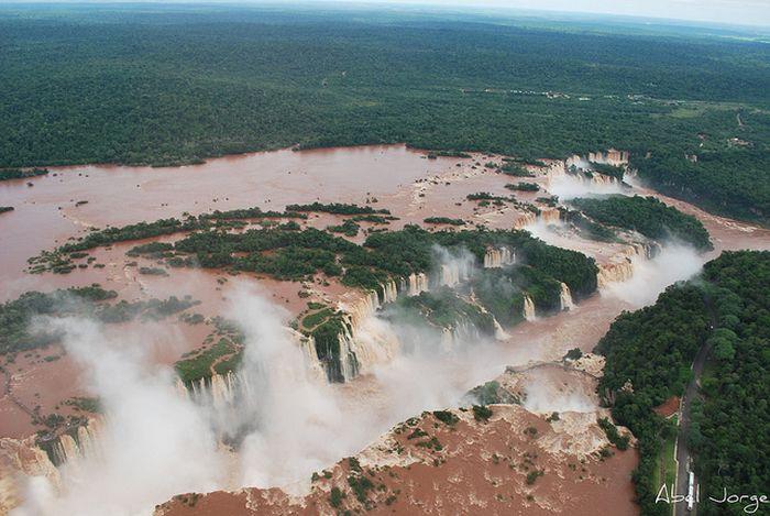 Удивительный водопад Игуасу (16 фото)