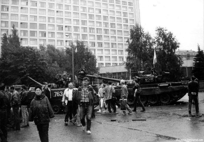 Редкие и уникальные снимки августовского путча (100 фото)