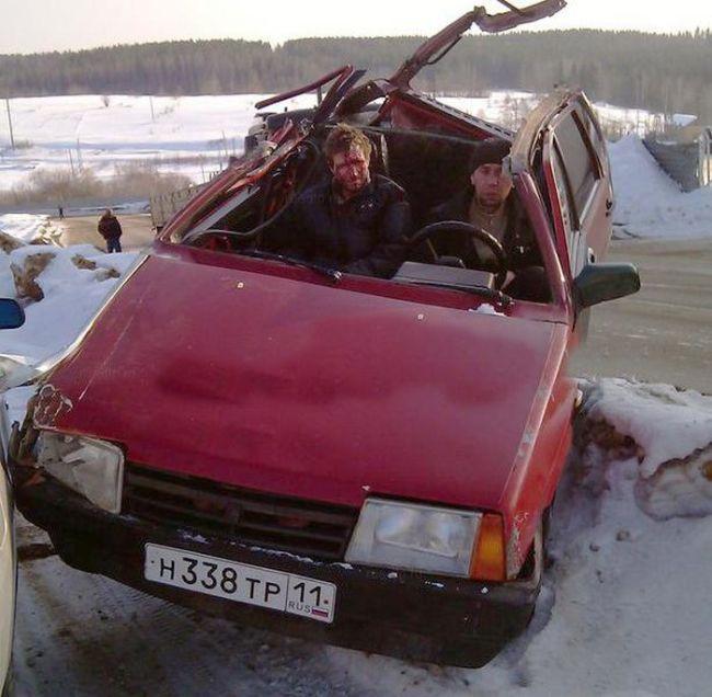 """Пьяный """"гонщик"""" за рулем автомобиля (4 фото)"""