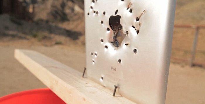 iPad против пули (8 фото)