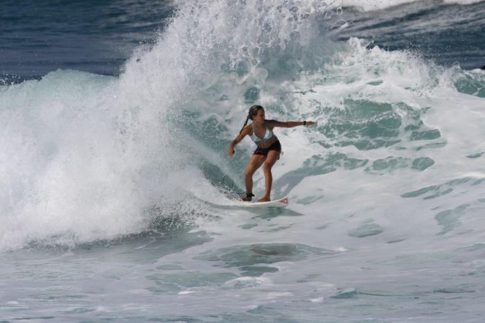 Сексуальные серфингистки (47 фото)