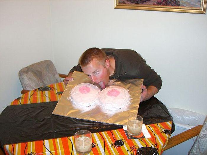 Эротические торты (17 фото)