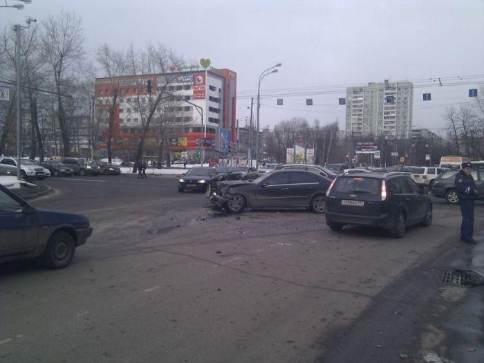 Полицейский автомобиль угодил в аварию (6 фото + видео)