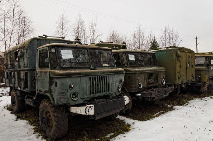 Кладбище военной техники (25 фото)