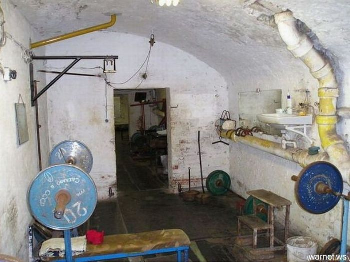 Суровый тренажерный зал (6 фото)