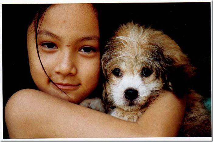 Девочка с собачкой (3 фото)