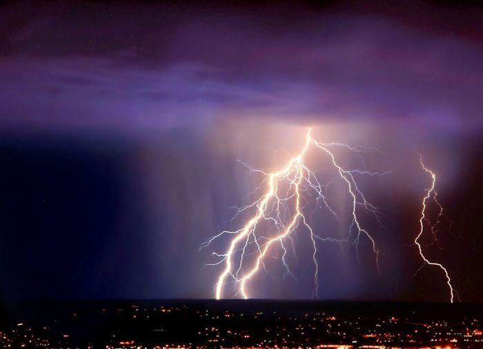 http://cdn.trinixy.ru/pics5/20120409/storm_29.jpg
