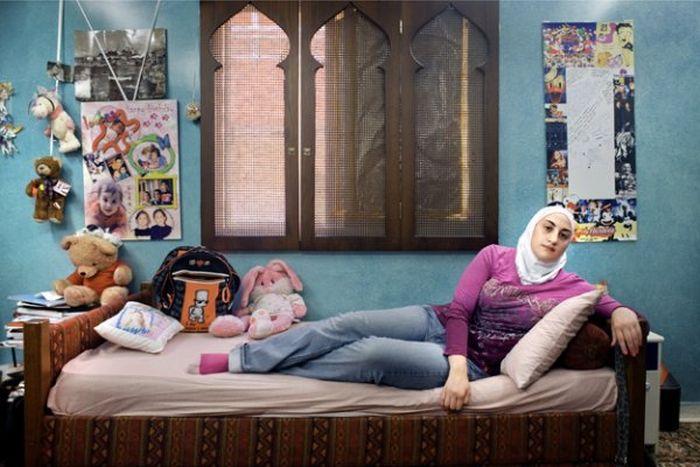 Девушки и их комнаты (42 фото)