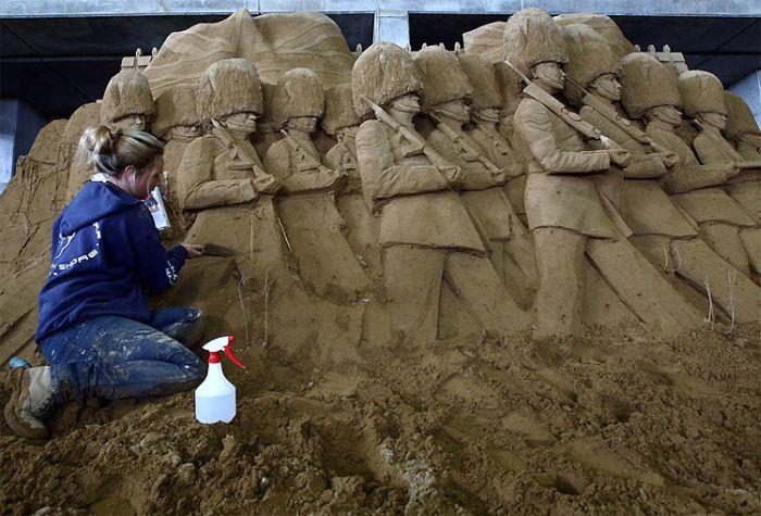 Как создаются скульптуры из песка (16 фото)