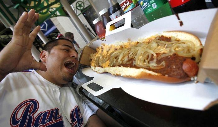 Огромный хот-дог (4 фото)