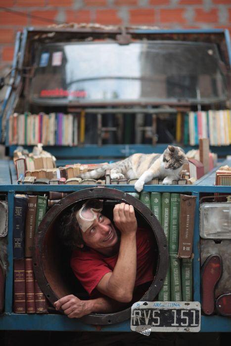 Библиотека на колесах (10 фото)