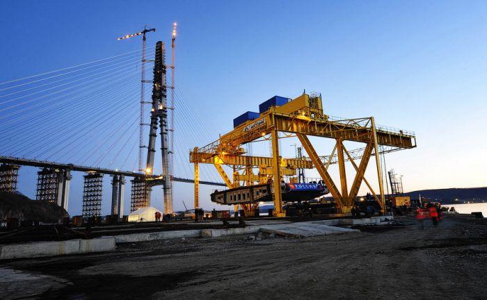Мост «Русский» сомкнулся (32 фото + видео)