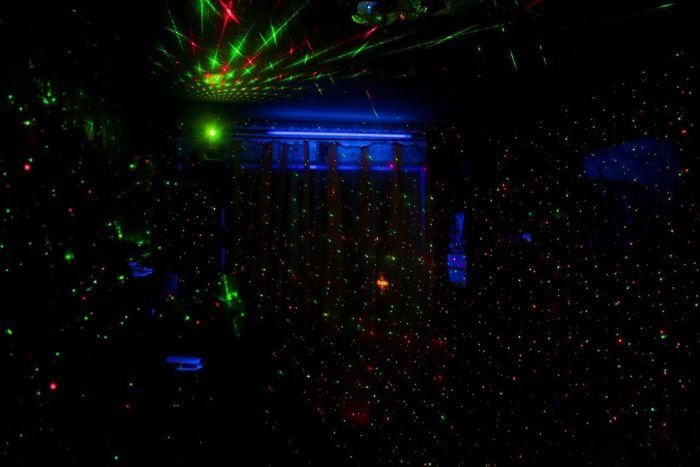 Мини-ночной клуб (19 фото)