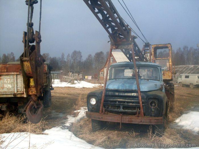 Кладбище автомобилей в Ленинградской области (17 фото)