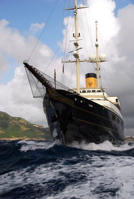 Шикарная яхта Nero (15 фото)