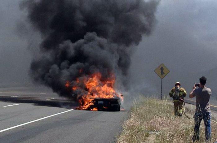 Сгоревший Lamborghini (3 фото + видео)