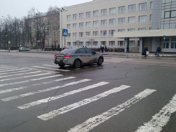 Мастерство парковки (2 фото)