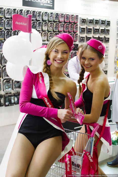 Милые девушки с Photo Expo 2012 (46 фото)