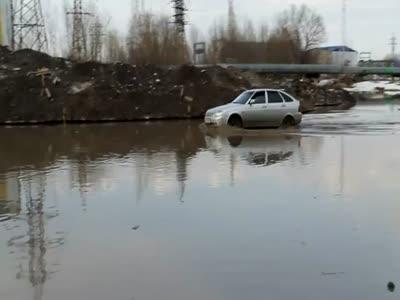 Самоуверенный водитель Приоры (видео)