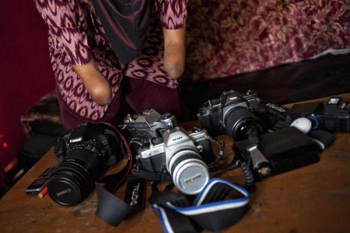 Сильная женщина из Индонезии (11 фото)