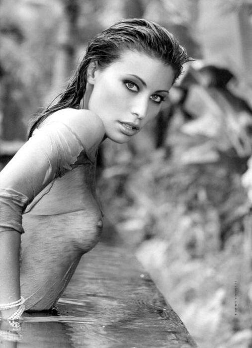 Foto 18. bianco,bianco e nero,erotica,foto,nero,ragazze.