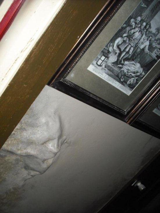 Страшная квартира (7 фото)
