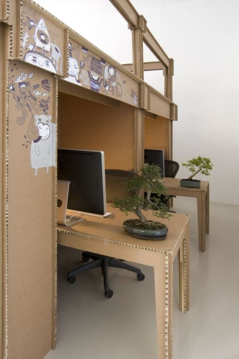 Офис из картона (16 фото)