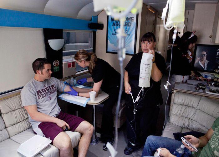 Похмельный-автобус в Лас-Вегасе (6 фото)