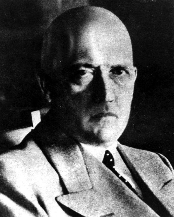 Предполагаемая маскировка Гитлера (5 фото)
