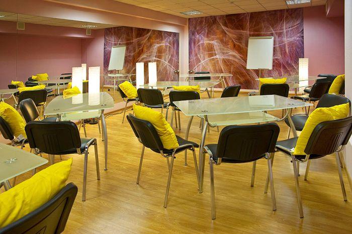 В Москве открылся первый женский тренинговый центр по техникам секса (4 фото)